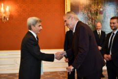 Il presidente Zeman ha ricevuto le credenziali dell'ambasciatore italiano Nisio